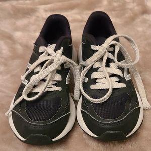 Boys New Balance 519 tennis shoes